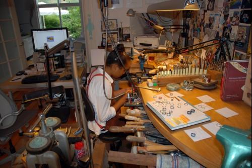 Foto impressie van het atelier van de trouwringen smid