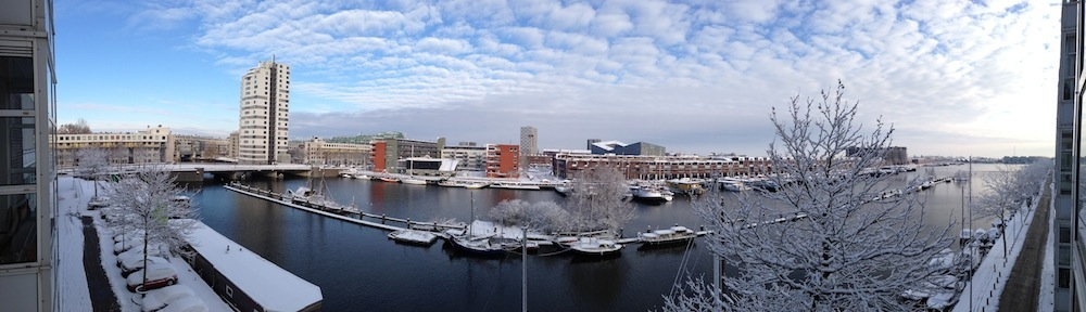 Trouwringen uit Amsterdam op een prachtige locatie in het oostelijk havengebied