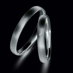 Aanbieding van platina trouwringen voorzien van diamant